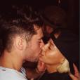 Sami Miro et Zac Efron s'embrassent / photo postée sur Instagram.