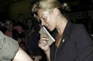 REPORTAGE PHOTOS : Kate Moss... une petite mine, mais elle ne lâche pas son homme !