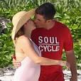 Exclusif - Alyssa Milano et son mari Dave Bugliari sur une plage aux Bahamas le 5 novembre 2015