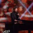 Clément Verzi chante avec Michel Polnareff lors de la finale de The Voice 5, sur TF1, le samedi 14 mai 2016
