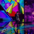 Mika chante avec MB14 lors de la finale de The Voice 5, sur TF1, le samedi 14 mai 2016