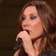 Clément Verzi chante avec sa coach Zazie lors de la finale de The Voice 5, sur TF1, le samedi 14 mai 2016