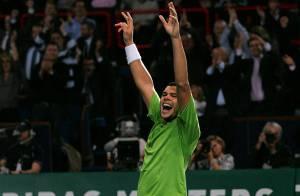 URGENT : Jo-Wilfried Tsonga remporte l'Open de Bercy devant les people ! Et se qualifie pour les Masters !