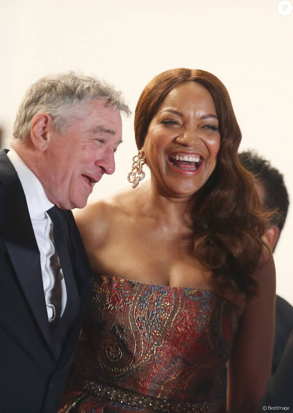 "Robert De Niro et sa femme Grace Hightower - Montée des marches du film ""Hands of Stone"" lors du 69ème Festival International du Film de Cannes. Le 16 mai 2016. © Dominique Jacovides- Cyril Moreau/Bestimage"