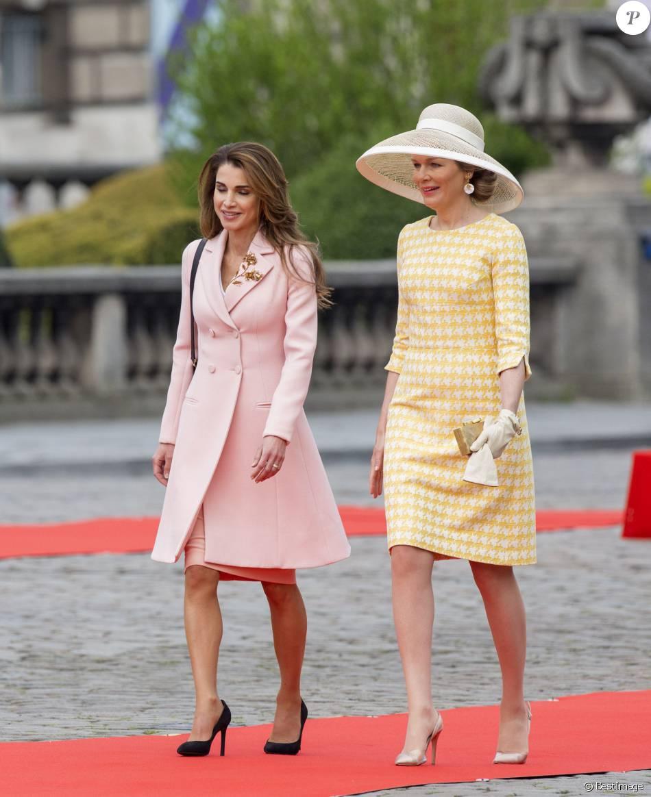 Le roi Abdallah II et la reine Rania de Jordanie sont accueillis au Palais Royal par le roi Philippe et la reine Mathilde de Belgique, pour une réception, à l'occasion d'une visite d'état de trois jours en Belgique. Bruxelles, 18 mai 2016.