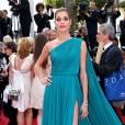 """Ana Beatriz Barros - Montée des marches du film """"La fille inconnue"""" lors du 69ème Festival International du Film de Cannes. Le 18 mai 2016. © Borde-Jacovides-Moreau/Bestimage"""