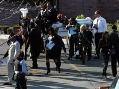 REPORTAGE PHOTOS EXCLUSIVES : Jennifer Hudson, un ultime adieu bouleversant à ses proches assassinés...