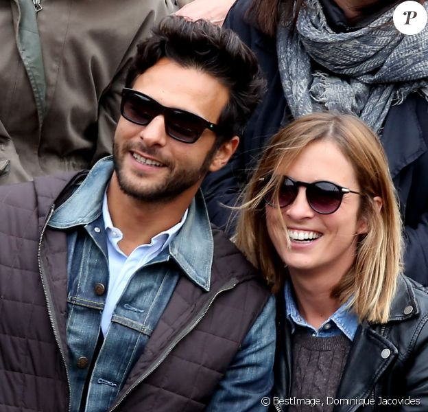 Maxim Nucci (Yodelice) et Isabelle Ithurburu en couple et très amoureux dans les tribunes des Internationaux de France de tennis de Roland-Garros à Paris le 24 mai 2016 © Dominique Jacovides / Bestimage