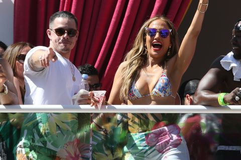 Jennifer Lopez déchaînée avec Casper Smart : La bombe enflamme sa pool-party