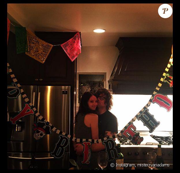 Ryan Adams, l'ex-mari de Mandy Moore a publié une photo avec sa nouvelle chérie, Megan Butterworth, sur sa page Instagram au mois d'avril 2016.