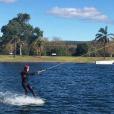 Marine Lorphelin en vacances avec son chéri en Australie, juin 2016. Initiation au wakeboard pour la jeune femme.