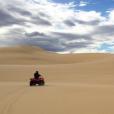Marine Lorphelin en vacances avec son chéri en Australie, juin 2016. Le couple a fait du quad dans les dunes.
