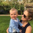 Le prince Nicolas de Suède dans les bras de sa mère la princesse Madeleine de Suède à l'occasion de la fête des mères en mai 2016