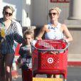 Britney Spears, accompagnee de sa soeur Jamie Lynn Spears, emmene ses enfants Sean et Jayden faire des courses a Thousand Oaks, le 25 novembre 2012.