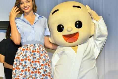 Miranda Kerr : Le top se fait un nouvel ami au Japon !