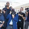 Rio Ferdinandet les photographes du défilé Louis Vuitton. Paris, le 23 juin 2017.© Olivier Borde / Bestimage