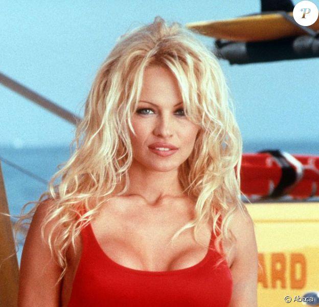 Pamela Anderson dans Alerte à Malibu en 1995.