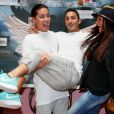 "Jon, Vivian, Julia - Photocall des ""Anges 7"" au Barrio Latino à Paris, le 26 mai 2015."