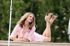 Amanda Seyfried : Sensuelle pour un shooting romantique sur un pont de Paris