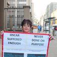 Une femme soutient Oscar Pistorius au tribunal de Pretoria, le 6 juillet 2016