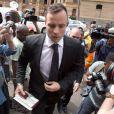 Oscar Pistorius lors de son arrivée à la North Gauteng High Court de Pretoria le 8 décembre 2015 pour la paiement de sa caution après avoir été reconnu coupable du meurtre de sa compagne Reeva Steenkamp