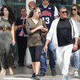 Sylvester Stallone et sa femme Jennifer Flavin arrivent à l'aéroport de Nice avec leurs filles, le 5 juillet 2016.
