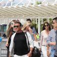 Sylvester Stallone et Jennifer Flavin arrivent à l'aéroport de Nice avec leurs filles Sophia, Sistine et Scarlet, le 5 juillet 2016.