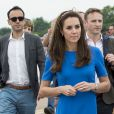 Kate Middleton, duchesse de Cambridge, le prince William, duc de Cambridge, et leur fils, le prince George, assistent au Royal International Air Tattoo à Gloucester le 8 juillet 2016.