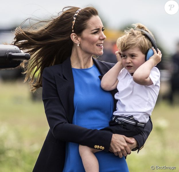 Kate Middleton, Le prince William et leur fils le prince George assistent au Royal International Air Tattoo le 8 juillet 2016.  8th July 2016 Fairford UK Britain's Prince William and Catherine, Duchess of Cambridge take their son Prince George to the Royal International Air Tattoo 2016 at RAF Fairford.08/07/2016 - Gloucester