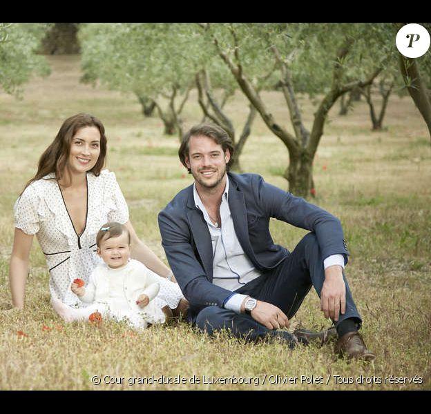 Le prince Felix et la princesse Claire de Luxembourg, ici photographiés avec leur fille la princesse Amalia en 2015, attendent leur deuxième enfant pour l'automne 2016. © Cour grand-ducale de Luxembourg / Olivier Polet / Tous droits réservés