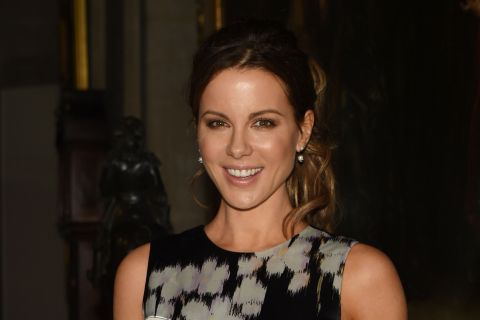 Kate Beckinsale : Quand la star d'Underworld se déguise en... sexe masculin