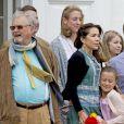 Le prince Henrik, la princesse Alexandra, Graf Jefferson von Pfeil, la princesse Mary, Le prince Frederik, le prince Christian, la princesse Josephine - La famille royale de Danemark lors d'un photocall au palais de Grasten, le 15 juillet 2016.15/07/2016 - Grasten