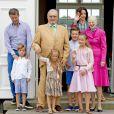 Le prince Frederik, le prince Vincent, la princesse Josephine, le prince Henrik, le prince Christian, la princesse Isabella, la princesse Mary, la reine Margrethe - La famille royale de Danemark lors d'un photocall au palais de Grasten, le 15 juillet 2016.15/07/2016 - Grasten