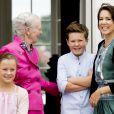 La princesse Isabella, la reine Margrethe, le prince Christian, la princesse Mary - La famille royale de Danemark lors d'un photocall au palais de Grasten, le 15 juillet 2016.15/07/2016 - Grasten