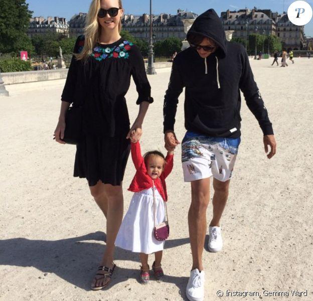 Gemma Ward, David Letts et leur fille Naia à Paris. Juin 2015.