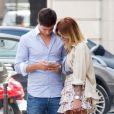 Semi Exclusif - Caroline Receveur et son compagnon Valentin déjeunent au restaurant l'Avenue à Paris avec des amis le 7 juin 2016. Après, ils vont se promener tous les deux, se prennent en photos et s'enlacent.