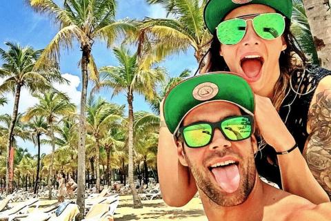 Emilie Nef Naf et son amoureux : Bikinis, sport et sable blanc pour les vacances