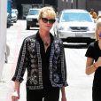 Melanie Griffith se promène avec sa fille Stella à Beverly Hills, le 10 août 2015.