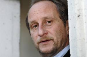 Benoît Poelvoorde à l'hôpital psychiatrique après un nouvel accident de la route...