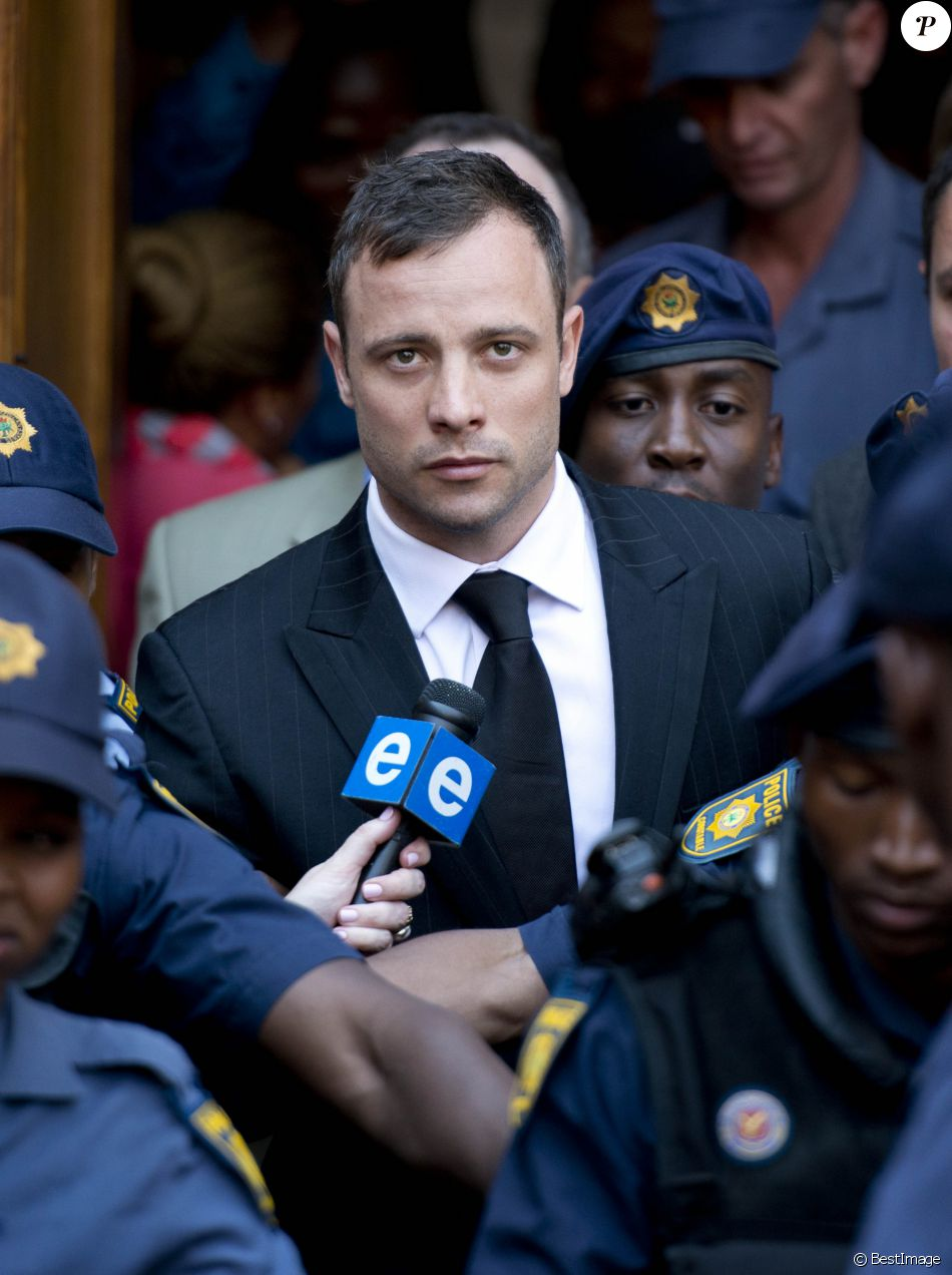 Oscar Pistorius quitte le tribunal de Pretoria, où il a été déclaré coupable d'homicide involontaire. Le 12 septembre 2014