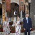 Le roi Felipe VI, la reine Letizia et la reine Sofia d'Espagne accueillaient quelque 450 convives dimanche 7 août 2016 au palais royal de la Almudaina à Palma de Majorque à l'occasion du dîner annuel offert en l'honneur de la société des îles Baléares.