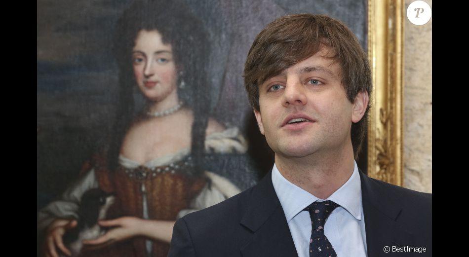Le prince Ernst August de Hanovre, fils aîné du prince Ernst August de Hanovre, au château de Marienburg le 11 avril 2014, dévoilant la couronne des rois de Hanovre. A l'été 2017, le prince épousera en ce château dont il est propriétaire sa compagne la créatrice de mode russe Ekaterina Malysheva.
