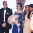 Le prince William et Catherine Kate Middleton, la duchesse de Cambridge avec Aïshwarya Rai et Shah Rukh Khan au dîner de gala de bienfaisance Bollywood au Taj Mahal Palace de Bombay lors du premier jour de leur visite en Inde, le 10 avril 2016.