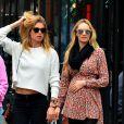 Candice Swanepoel enceinte est allée déjeuner avec ses amis Doutzen Kroes accompagnée de son mari Sunnery James et un photographe de mode au restaurant Bar Pitti au Greenwich Village à New York, le 5 juin 2016 © CPA/Bestimage