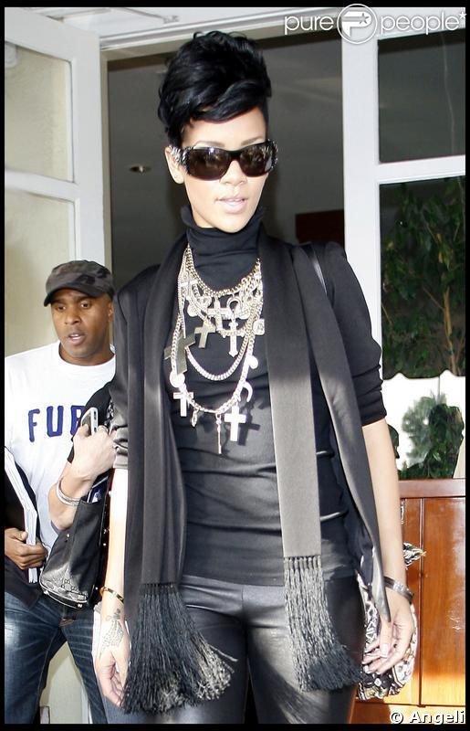 Rihanna en look total black, une vraie beauté