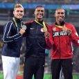 Ashton Eaton (USA), Kevin Mayer (FRA) et Damian Warner (CAN) sur le podium pour le décalthon, aux Jeux olympiques de Rio, le 19 août 2016.
