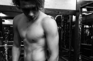 Brooklyn Beckham : Sportif, il dévoile avec fierté ses muscles et ses abdos