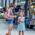 Exclusif -  Katie Holmes et sa fille Suri Cruise se promènent avec leur petit chihuahua Honey dans les rues de New York. Le 17 août 2016
