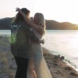 """Image extraite du clip """"Le Lac"""" de Julien Doré avec Pamela Anderson, août 2016."""
