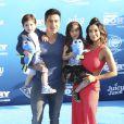"""Mario Lopez, sa femme Courtney Mazza et leurs enfants Dominic Lopez et Gia Francesca Lopez lors de la première mondiale de Disney-Pixar """"Finding Dory"""" à Hollywood, le 8 juin 2016."""